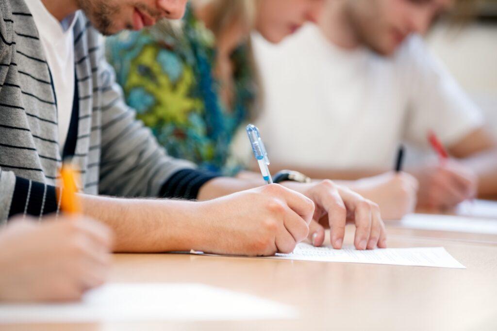 Lệ phí thi IELTS và những điều lưu ý thi IELTS.