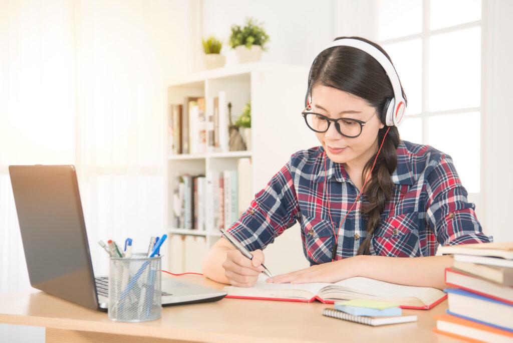 Dịch thuật tại nhà sẽ là một công việc thích hợp cho học sinh giỏi IELTS
