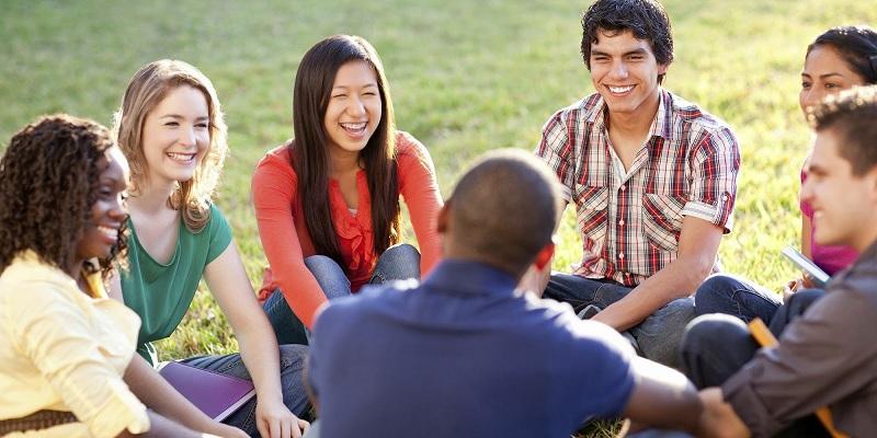 Các em sẽ tự tin giao tiếp với người nước ngoài khi học IELTS