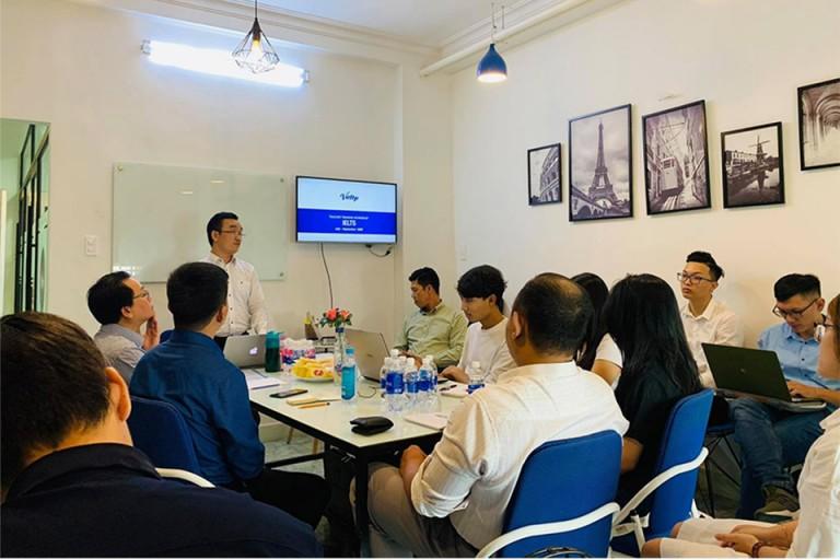 Một buổi training workshop định kỳ tại Vietop, các giáo viên sẽ được củng cố kiến thức chuyên môn cũng như nghe chia sẻ kinh nghiệm giảng dạy từ các chuyên gia