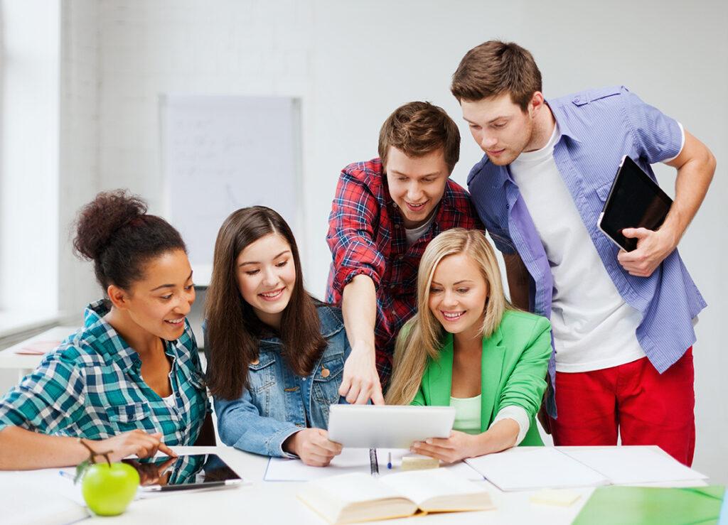 Học từ vựng hàng ngày và học theo nhóm