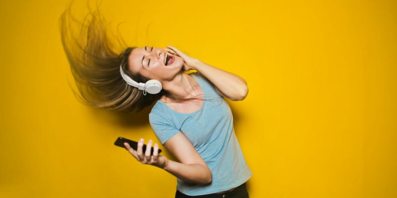 Bài mẫu về chủ đề Talk about your hobby listen to music IELTS 3