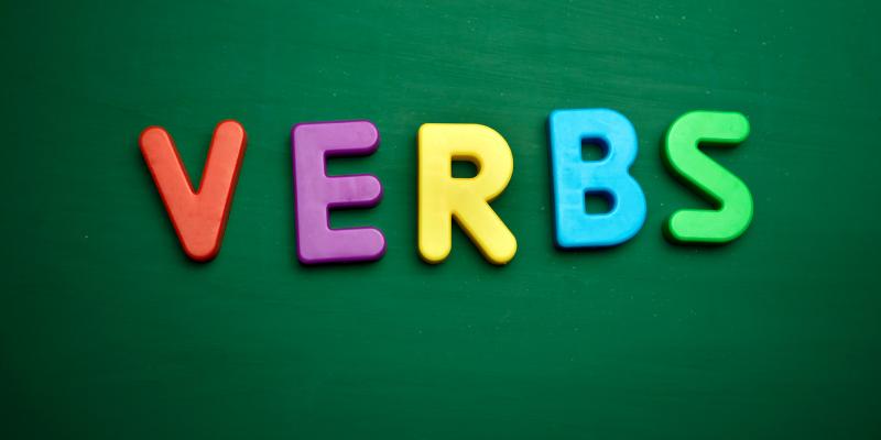 Bài tập 1: Chia dạng đúng của động từ