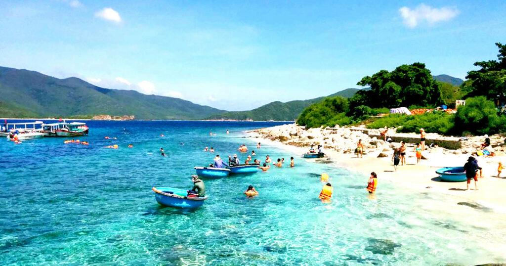 Đoạn văn mẫu viết về kì nghỉ hè ở biển Nha Trang